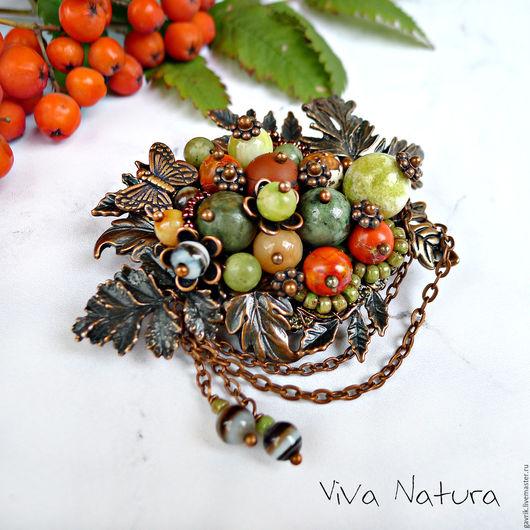 Брошь ручной работы, авторская бижутерия. Брошь `Лесной букет`. Зеленый, оранжевый, медный цвета. Брошь на платье, палантин, костюм.