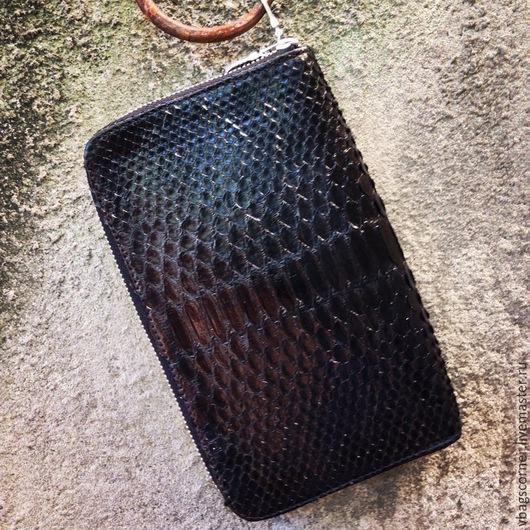 Мужские сумки ручной работы. Ярмарка Мастеров - ручная работа. Купить Мужской клатч Vbags из натуральной кожи питона. Handmade.