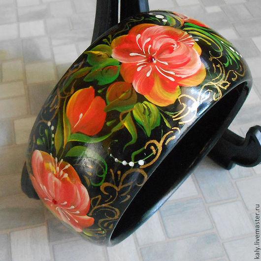 Браслет из дерева с ручной росписью в русском народном стиле Волховская с красными цветами на черном фоне