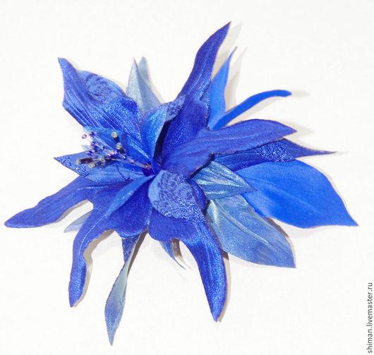 Броши ручной работы. Ярмарка Мастеров - ручная работа. Купить Фантазийная лилия из ткани. Цветы из ткани.. Handmade. Синий