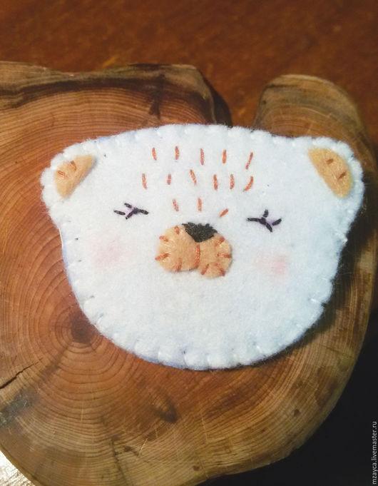 """Броши ручной работы. Ярмарка Мастеров - ручная работа. Купить Брошь из фетра """"Веселый мишка"""". Handmade. Белый"""
