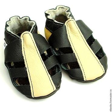 Обувь ручной работы. Ярмарка Мастеров - ручная работа Кожаные чешки тапочки пинетки сандалики чёрный бежевый ebooba. Handmade.