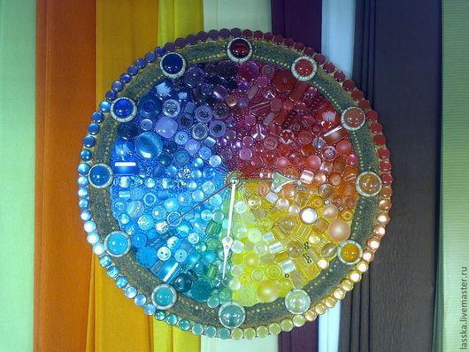 """Часы для дома ручной работы. Ярмарка Мастеров - ручная работа. Купить часы  настенные мозаика """"Спектр"""". Handmade. Радуга, пуговицы"""