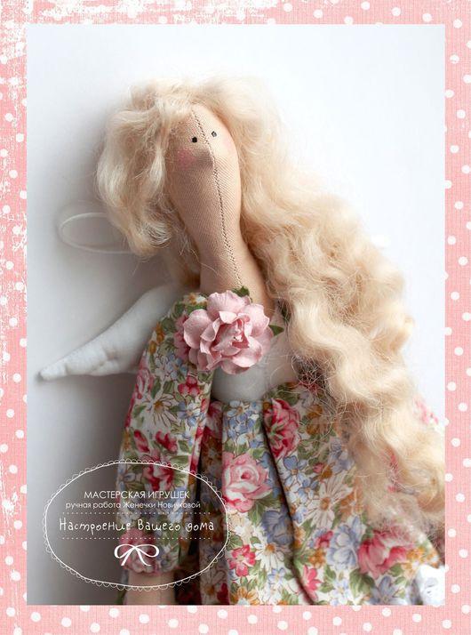 Ангелочек с распущенными волосами из натуральной не пряденой овечьей шерсти. Стоимость такой тильды немного дороже - 1300 р.