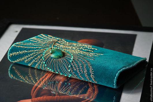 Голубой (бирюзовый) бархатный клатч. Ручная работа. Вышивка канителью. Магазин уникальных  женских сумок.