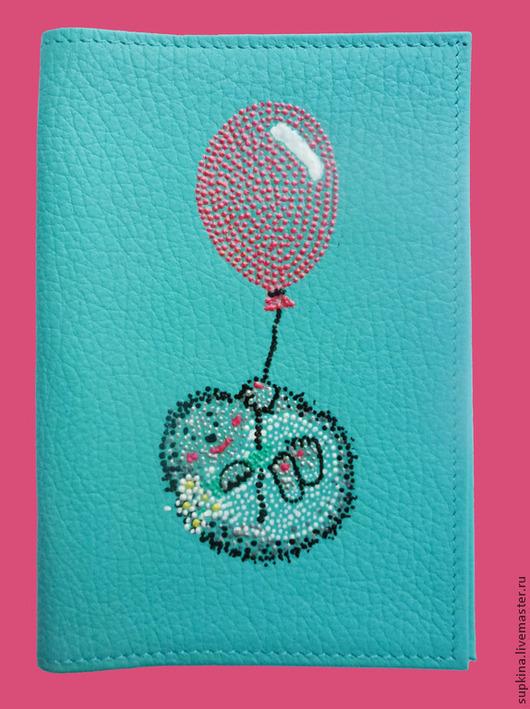 """Обложки ручной работы. Ярмарка Мастеров - ручная работа. Купить Кожаная обложка на паспорт """"На воздушном шарике"""" роспись. Handmade."""