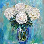 Картины и панно ручной работы. Ярмарка Мастеров - ручная работа пионы в вазе на голубом фоне. Handmade.
