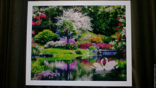 мозаичная картина пейзаж лебеди на пуду 40*50см в раме