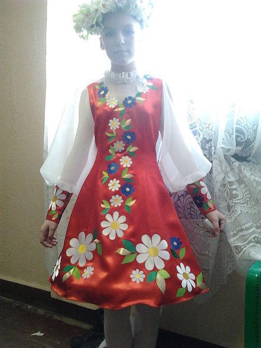 На фото платье ещё не расшито пайетками и бусами.