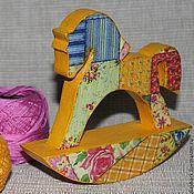 """Куклы и игрушки ручной работы. Ярмарка Мастеров - ручная работа Деревянная лошадка качалка  """"Жизнерадостный печворк"""". Handmade."""