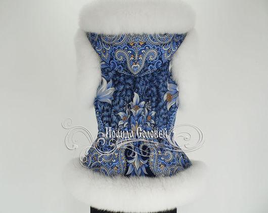 Авторский жилет с отстегивающимся капюшоном из павлово-посадского платка с натуральным мехом финского песца шедоу