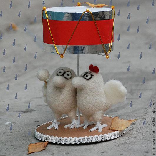 Птички, как и люди, бывают счастливы не только под зонтиком, но и под барабаном)  Сделаны сухим валянием из шерсти Маленькие, но гордые птички художника Николая Воронцова(дядя Коля Воронцов).