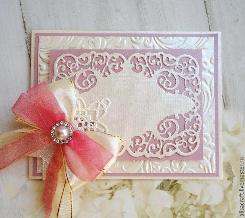 Бумага жемчужного цвета - `Алмаз`, с фактурой ткани на лицевой стороне. На фото - пример качества вырубки фигурным ножом и компоновки с бумагой `Розовый кварц`