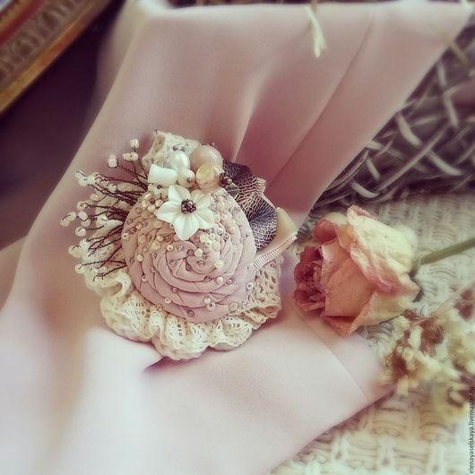 """Броши ручной работы. Ярмарка Мастеров - ручная работа. Купить Брошь """"Розовый туман"""". Handmade. Кремовый, брошь в форме цветка"""