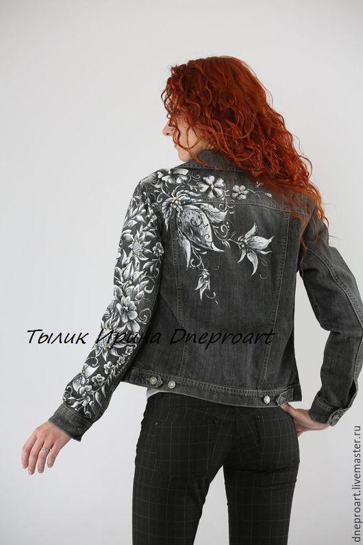 """Верхняя одежда ручной работы. Ярмарка Мастеров - ручная работа. Купить Джинсовая куртка """"Оттенки серого""""с ручной росписью и вышивкой жемчугом. Handmade."""