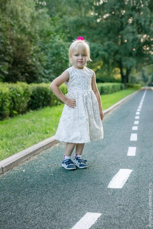 Да, даже спортом занимаются в таком платье :))))