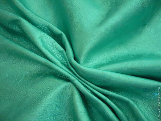 Натуральная кожа. МРС. Италия. Толщина 0,5 мм. Зеленая с голографическим эффектом. Очень пластичная,мягкая,тонкая. Обратная сторона -черная замша,ровной окраски,мягкая.   Возможно комбинирование с
