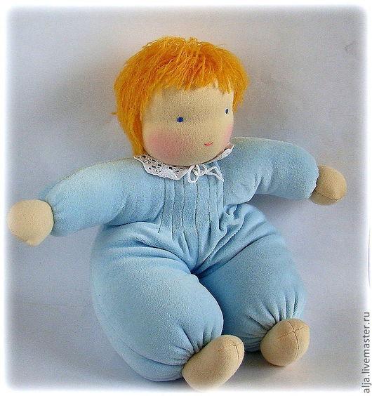 Нежный велюр, мягкая шерсть, трогательный воротничок - кукла непременно будет любимой игрушкой!