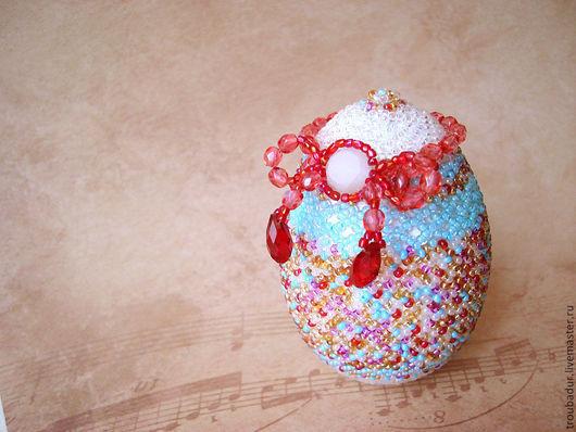 """Подарки на Пасху ручной работы. Ярмарка Мастеров - ручная работа. Купить """"Подарочек"""" - Яйцо бисерное. Handmade. Яйцо, Пасха, белый"""