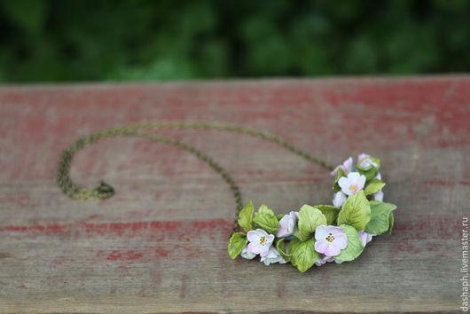 """Кулоны, подвески ручной работы. Ярмарка Мастеров - ручная работа. Купить ожерелье """"Яблоневый цвет"""". Handmade. Бледно-розовый, яблоко"""
