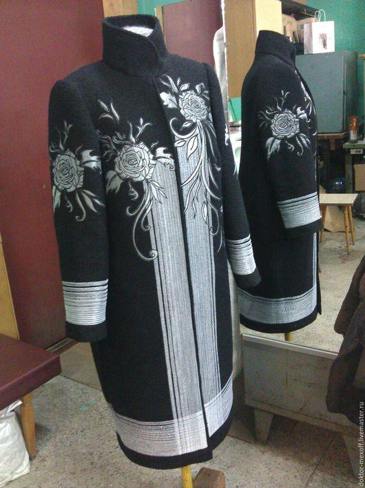 Верхняя одежда ручной работы. Ярмарка Мастеров - ручная работа. Купить Пальто с вышивкой. Handmade. Чёрно-белый, морская волна