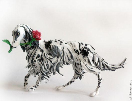 """Игрушки животные, ручной работы. Ярмарка Мастеров - ручная работа. Купить фигурка """"Сеттер с алой розой (чёрно-белый, пегий)"""" (статуэтка собаки). Handmade."""