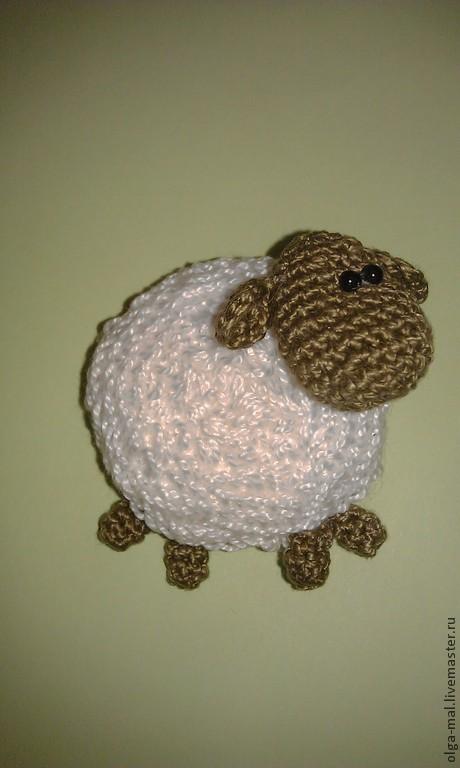 Игрушки животные, ручной работы. Ярмарка Мастеров - ручная работа. Купить Вязаная овечка  (магнит на холодильник Овечка). Handmade.