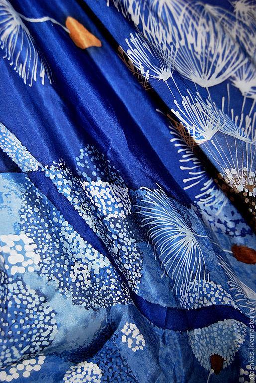 """Шали, палантины ручной работы. Ярмарка Мастеров - ручная работа. Купить Батик-платок """"Унесённые ветром"""". Handmade. Тёмно-синий"""
