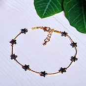 Браслет из бусин ручной работы. Ярмарка Мастеров - ручная работа Тонкий позолоченный браслет с черными звездочками из гематита. Handmade.