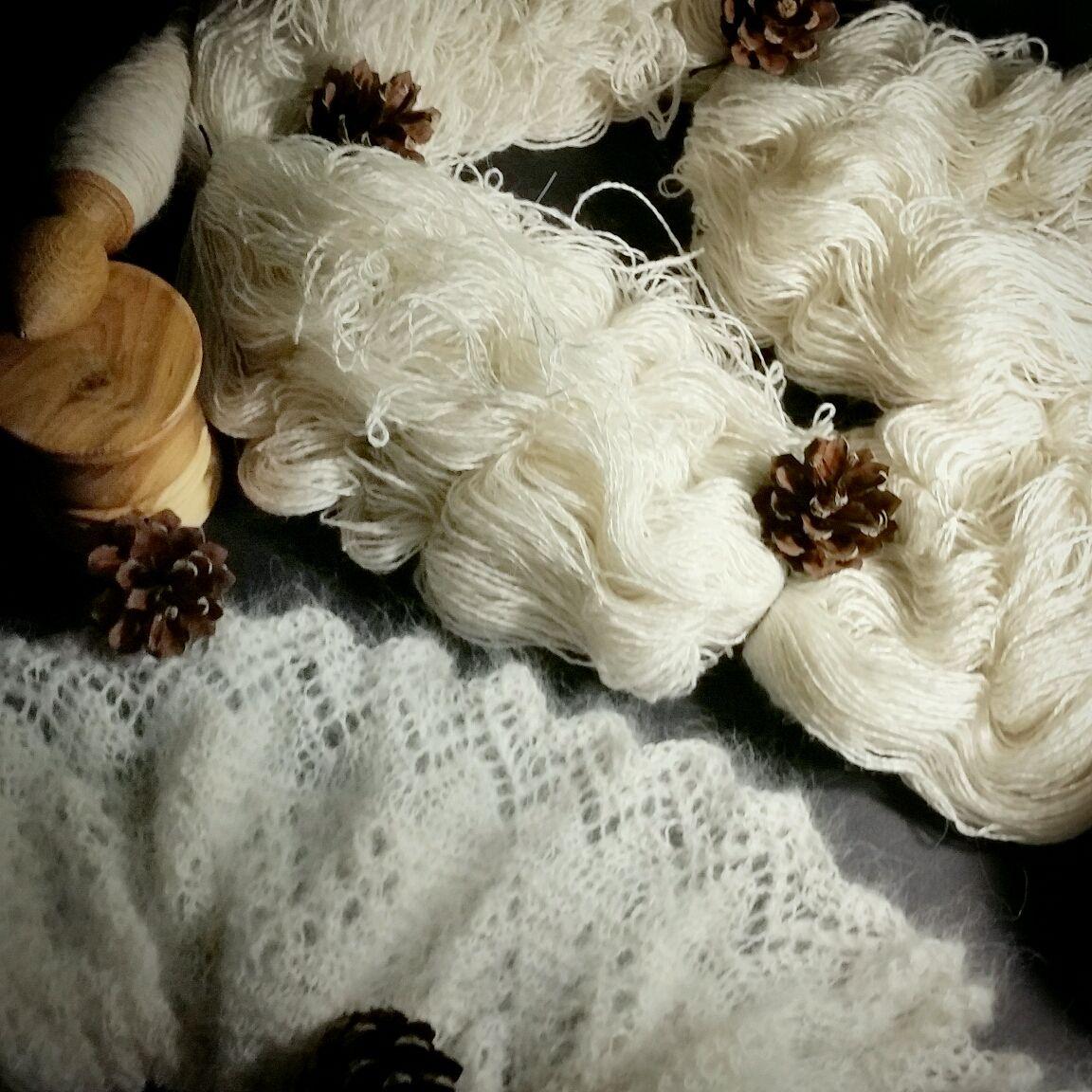Вязание ручной работы. Ярмарка Мастеров - ручная работа. Купить Из подшерстка Самоедской собаки  Пряденая и соедененная с шелком. Handmade.