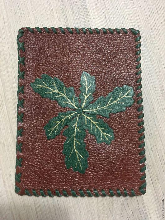 Обложки ручной работы. Ярмарка Мастеров - ручная работа. Купить Обложка на паспорт Дубовый венок. Handmade. Тёмно-зелёный