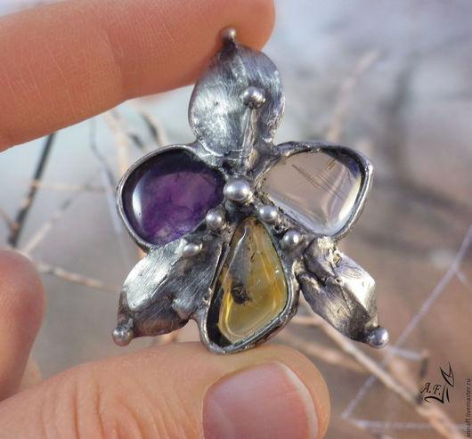Комплект украшений, кулон и серьги `Орхидея` с натуральным цитрином, кварцем, аметистом. Орхидея фаленопсис - оригинальный недорогой подарок. Купить украшение в подарок девушке, женщине.