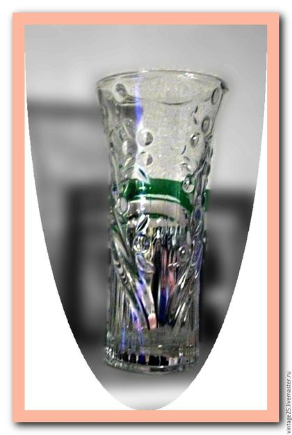 Винтажные предметы интерьера. Ярмарка Мастеров - ручная работа. Купить Стеклянная ваза Уршельского стекольного завода в идеале. Handmade. Белый