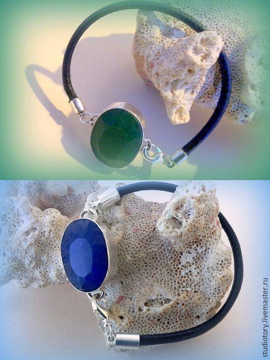 Браслеты ручной работы. Ярмарка Мастеров - ручная работа. Купить Кожаный браслет с изумрудом, сапфиром. Handmade. Тёмно-зелёный