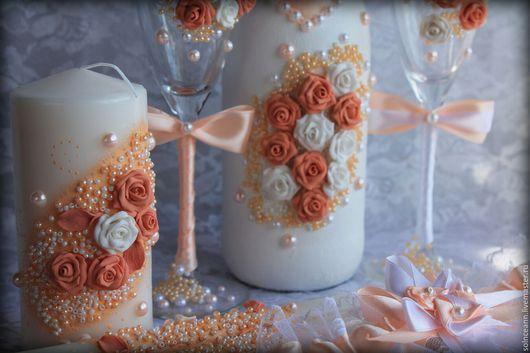 Свадебные аксессуары ручной работы. Ярмарка Мастеров - ручная работа. Купить Комплект свадебных аксессуаров (бутылка, бокалы, подвязка, свечи). Handmade.