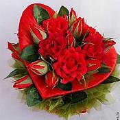 """Букеты ручной работы. Ярмарка Мастеров - ручная работа Сердце  с розами и конфетами """"Только для тебя """". Handmade."""