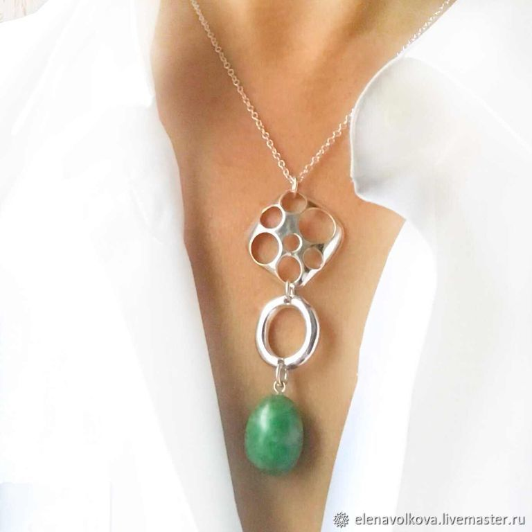 The pendant is a green agate stone on a sterling silver chain with stylish pendant greens, Necklace, Yaroslavl,  Фото №1