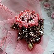 """Украшения ручной работы. Ярмарка Мастеров - ручная работа Брошь-подвеска """" Зима, а розы все цветут!"""" Цена снижена на 50%. Handmade."""