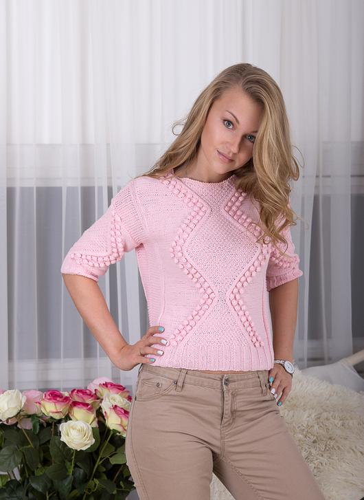 Вязаный свитер `Клубничный зефир` Дизайнер: Анна Самарина