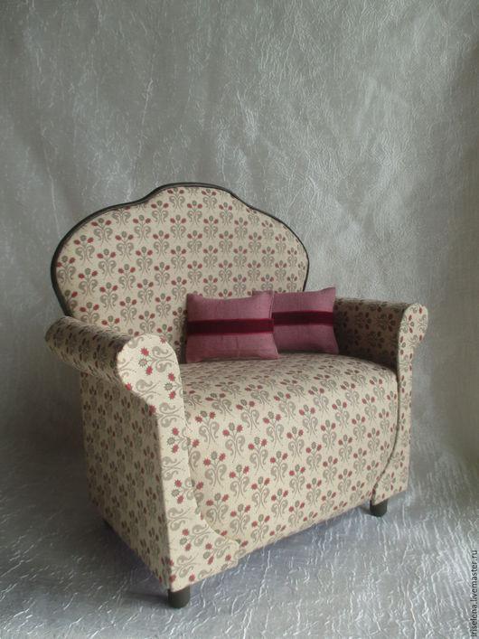 """Кукольный дом ручной работы. Ярмарка Мастеров - ручная работа. Купить Просторное кресло """" Молли """" Для кукол от 30 до 42 см. Handmade."""