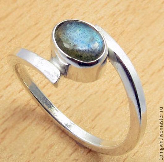 Стильное серебряное кольцо с лабрадоритом