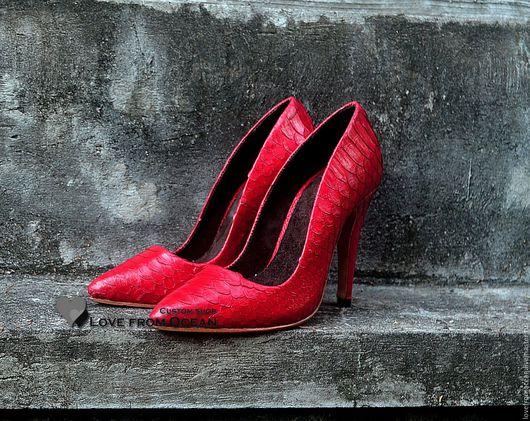 Обувь ручной работы. Ярмарка Мастеров - ручная работа. Купить Туфли из кожи питона на шпильке. Handmade. Чёрно-белый, кожа