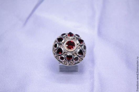 Кольца ручной работы. Ярмарка Мастеров - ручная работа. Купить Гранатовый перстень. Handmade. Бордовый, подарок девушке, стильный аксессуар