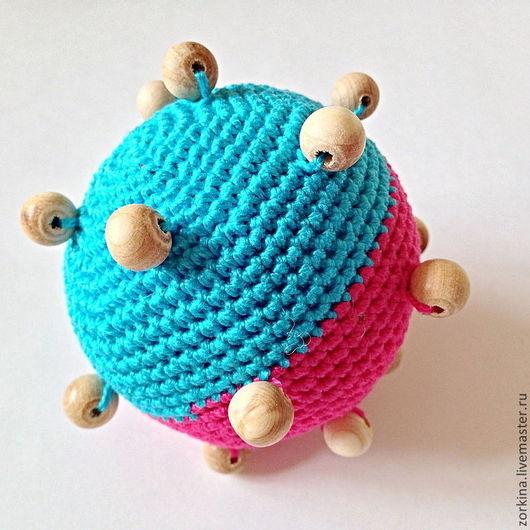 Развивающие игрушки ручной работы. Ярмарка Мастеров - ручная работа. Купить Развивающая игрушка-погремушка тактильный мячик, двухцветный. Handmade.