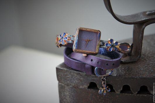 Часы `Незабудка` Часы наручные, наручные часы, незабудка, фиолетовый, сиреневый цвет,  винтаж.