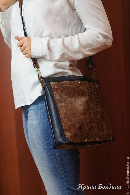 Кожаная сумка планшет в стиле casual. Ирина Болдина. Кожаная сумка на плечо. Кожаная сумка темно-синяя.