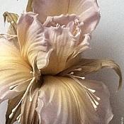 Украшения ручной работы. Ярмарка Мастеров - ручная работа Ирис из шелка. Handmade.
