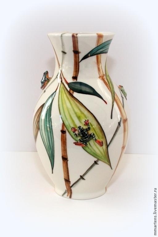 """Вазы ручной работы. Ярмарка Мастеров - ручная работа. Купить Ваза фарфоровая """"Лягушки на бамбуке"""". Handmade. Зеленый, фарфоровая ваза"""