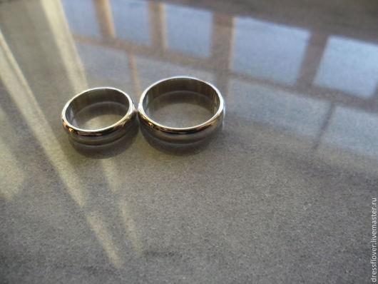 Обручальные кольца из серебра.