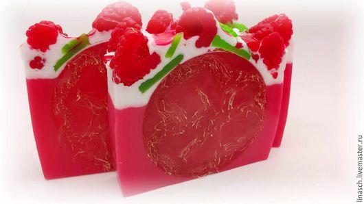 Фирменное мыло с люфой ` малиновая пенка` с запахом малины , кусок 200р